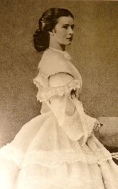 Elisabeth, 1860 - By court photographer Ludwig Angerer. First time series of the empress. (Detail)