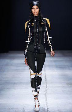 Stella McCartney for Adidas / Only Me 💋💚💟💖✌✔👌💙💚 xoxo Sport Fashion, Fitness Fashion, Fashion Models, Womens Fashion, Fashion Trends, Sneakers Fashion Outfits, Workout Attire, Sports Luxe, Sport Wear