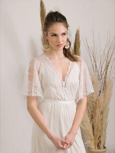Comfortable, luxurious and effortlessly beautiful lace wedding dress. #bohowedding #wedding #bohoweddingdress #barzelai