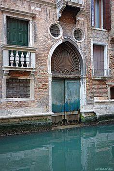 porte d'eau rio dei Barcaroli Venise