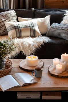 Sofás grises: cómo combinarlos con éxito Pinterest Decorating, Fall Living Room, Living Rooms, Gaston Y Daniela, Colourful Cushions, Out Of The Closet, Warm Blankets, How To Get Warm, Sweet Home