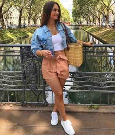Cmo usar baggy shorts antes de que te alcance el fro 20 casual spring outfits women you ll copy this season Girly Outfits, Cute Summer Outfits, Casual Summer Outfits, Short Outfits, Stylish Outfits, Spring Outfits, Cool Outfits, Denim Outfits, Stylish Shoes For Women