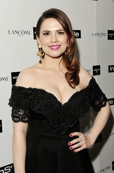 (10) Celebs English Actresses, British Actresses, Hollywood Actresses, Scarlette Johanson Hair, Low Cut Black Dress, Hayley Attwell, Hayley Elizabeth Atwell, Curvy Celebrities, Beautiful Celebrities
