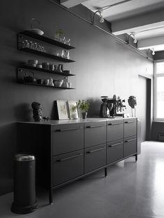 Japanese industrial kitchen designs the cool industrial new city loft showroom of owner kitchen ideas nz . Nordic Design, Home Interior, Kitchen Interior, Interior Decorating, Interior Design, Interior Modern, Interior Styling, Black Kitchens, Kitchens