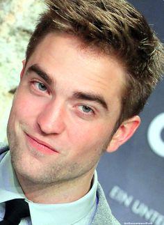 Edward Cullen Robert Pattinson, Robert Pattinson Twilight, Twilight Edward, Twilight Saga, Robert Douglas, Most Handsome Men, Raining Men, Hollywood Actor, Jamie Dornan