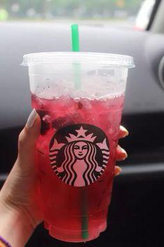 My favourite drink! Very berry hibiscus refresher! Copo Starbucks, Starbucks Art, Bebidas Do Starbucks, Secret Starbucks Drinks, Starbucks Recipes, Starbucks Coffee, Bebida Boba, Drink Pink, Yummy Treats