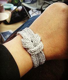 Ravelry: Simple glamour pattern by Pirre Nakola Diy Knitted Bracelets, Crochet Bracelet, Knitted Jewelry, Spool Knitting, Knitting Patterns, Crochet Patterns, Cowl Patterns, Knitting Projects, Nifty Crafts