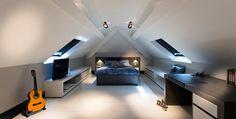 Zijn de kamers in jouw huis 'volzet' en droom je van een extra leefruimte voor een speelkamer, bureauruimte of slaapkamer? Dan overweeg je misschien om de zolder te verbouwen. Maar hoe begin je aan dergelijk renovatieproject?