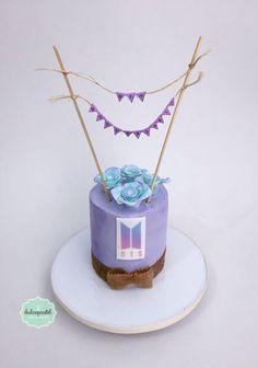 BTS Cake Medellin by Giovanna Carrillo Army Birthday Cakes, Brithday Cake, Army's Birthday, 14th Birthday Party Ideas, Bts Cake, Army Cake, Bts Birthdays, Cake Logo, Sour Candy
