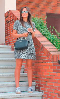 Zebra 25-7-2014  Vestido / dress    Zara sales Bolso / bag    Michael Kors Alpargatas / spadrilles    Alex Silva