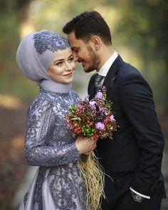 Shohar Ko Mohabbat Me Pagal Karne Ki Dua Wazifa aur Taweez Tesettür Eşarp Modelleri 2020 Wedding Couple Poses Photography, Wedding Poses, Wedding Couples, Wedding Bride, Girl Photography, Bridal Hijab, Hijab Wedding Dresses, Hijab Bride, Cute Muslim Couples