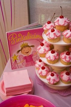 Pinkalicious cupcakes (just like from the book)