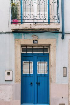Explore Alfama, Chiado, and Bairro Alto | Portugal's capital, Lisbon, is full of so many amazing things to see and do that it can be hard to narrow down your to do list. Here are 8 things you absolutely cannot miss when visiting!