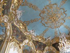 Barocco = oro d'appertutto e lampadari di cristallo