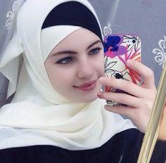 girl On bouncing Early morning BooBers be a bouncing hot women Hijab Niqab, Hijab Chic, Mode Hijab, Beautiful Muslim Women, Beautiful Hijab, Arab Girls, Muslim Girls, Cosy Outfit, Muslim Beauty