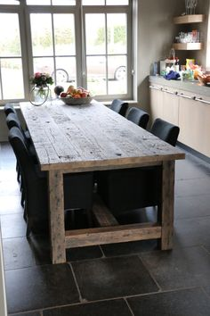 Oud eiken eettafel Wooden Dining Tables, Dining Room Table, Rustic Furniture, Diy Furniture, Rustic Farmhouse Table, Cool Tables, Dining Room Inspiration, Rustic Interiors, Furniture Projects