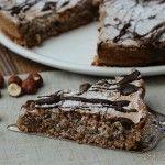 Una golosa torta alle nocciole con solo 3 ingredienti golosa e buonissima, ideale per la merenda dei bambini.