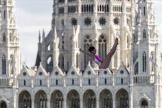 Toronyugrás | MTI Fotó: Mohai Balázs Hungary, Budapest, Notre Dame, Street View, Building, Sport, Travel, Marker, Reunions