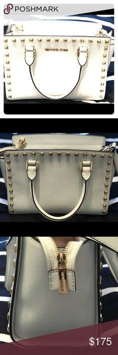 Michael Michael Kors Selma Stud Medium Messenger Excellent Condition. Has a very small scuff on one of the small side panels. Bottom buttons show slight wear, and inside liner has a few wear marks. Otherwise, looks amazing! MICHAEL Michael Kors Bags Totes