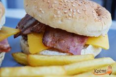 Μια του #burger, δυο του burger...τρεις και το 'φαγες!!!  ☎️ 2310.632180 💻 www.krepatown.gr 📍 Μιχαήλ Καραολή 20, Συκιές  #krepatown #Συκιές #Νεάπολη #Πολίχνη #yummy #delicious #burgertime 🍔
