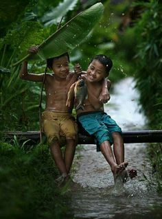 Friendship is so important in our youth for be full of kindness, developp altruist and learn to share with others people around us...