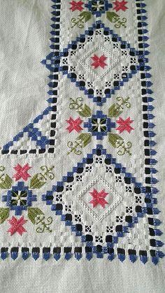 Bordado por Pupi de Lara Hardanger Embroidery, Embroidery Stitches, Hand Embroidery Designs, Embroidery Patterns, Book Crafts, Diy And Crafts, Bargello, Sewing Case, Drawn Thread