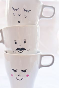 Mug Crafts, Sharpie Crafts, Diy And Crafts, Ceramic Cafe, Ceramic Mugs, Painted Mugs, Hand Painted Ceramics, Diy Becher, Sharpie Projects