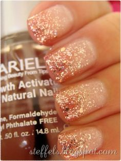 natural nails with gold glitter.LOVE the idea of doing a glitter ombre over clear nail polish. New Year's Nails, Love Nails, How To Do Nails, Fun Nails, Pretty Nails, Hair And Nails, Nails 2016, Essie, Glitter Nails