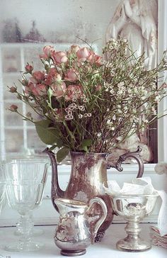 New Shabby Chic Vintage Centerpieces Ana Rosa Ideas Shabby Chic Stil, Shabby Chic Decor, Deco Floral, Arte Floral, Decoration Entree, Vibeke Design, Dried Flowers, Fresh Flowers, Vintage Silver