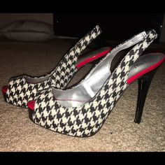 houndstooth print heel Black and white houndstooth sling back heel. The houndstooth is fabric with a bright red and black leather heel. Never worn. Perfect to match a winter peacoat. Worthington Shoes Heels