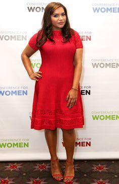 Actress Mindy Kaling wore Ruby Rubin Knit Fit & Flare dress from the Fall 2016 collection to the Pennsylvania Conference for Women 2016 in Philadelphia, Pennsylvania. Curvy Inspiration, Celebrity Style Inspiration, Celeb Style, Business Casual Outfits For Women, Mindy Kaling, Big Girl Fashion, Celebrity Red Carpet, Night Looks, Red Carpet Looks