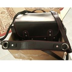 Spotted KAWA Urban Pro Leather Camera Bag and Pro Strap, unboxed from the UAE. Thanks for sharing Maryam! :)