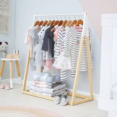 How to create a children's room in Scandinavian style – The Mood Palette Scandinavian living is synonymous to minimalism, functionality and neutral colours. It's one of the most loved modern interior decor trends. While the entire house is getting a moder Baby Room Closet, Baby Bedroom, Kids Clothing Rack, Closet Clothing, Clothing Ideas, Baby Clothes Hangers, Montessori Bedroom, Shop Interiors, Kids Furniture