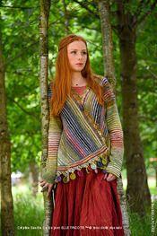 Adoptez le style bohême de la veste Manali pour un hiver original et confortable. La veste Manali est réalisée avec deux coloris de fil Flower Bed (35% soie - 35 % kid mohair - 30 % lambswool) et se