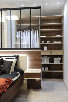 Minimalist Bedroom 663436588832555617 - Dressing Linéaire AGEM Source by quadrorennes Minimalist Apartment, Minimalist Room, Bedroom Layouts, Luxurious Bedrooms, Dressing Room, Bedroom Decor, Decor Room, New Homes, Closet