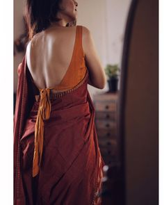 Beautiful blouse bsign c margazhi designs stunning blouse backs cotton blouses indian wear cotton saree silk sarees open back outfits bridal wear indian fashion maroon red saree and orange blouse trending new ideas inspiration trousseau Sari Design, Sari Blouse Designs, Fancy Blouse Designs, Blouse Sexy, Sleeveless Saree Blouse, Sari Dress, Tie Blouse, Stylish Blouse Design, Saree Blouse