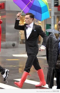 Crossing the street.. He's chuck bass