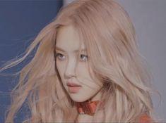 "rosé pics on Twitter: ""she's so charming… "" Aesthetic Photo, Kpop Aesthetic, Yg Entertainment, Mode Ulzzang, Blackpink Members, Rose Icon, Rose Park, Black Pink Kpop, Jennie Lisa"