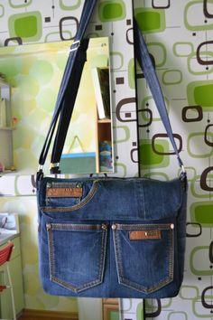 Bag from old jeans Diy Bags Jeans, Denim Bags From Jeans, Denim Purse, Dipper Bag, Reuse Jeans, Jean Purses, Diy Handbag, Fabric Purses, Purses And Handbags