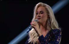 American singer-songwriter Katy Perry pulled double duty on the conclusion of American Idol - not American Idol, American Singers, Daddy Yankee, Luke Bryan, Orlando Bloom, Bollywood News, Katy Perry, News Songs, Her Hair