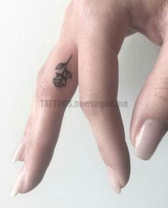 81 Small Meaningful Tattoos for Women Permanent and Temporary Tattoo Designs Tattoo Ideas Tattoos For Women Small Meaningful, Cute Small Tattoos, Trendy Tattoos, Sexy Tattoos, Unique Tattoos, Tattoos For Guys, Awesome Tattoos, Ladies Tattoos, Small Tattoos With Meaning