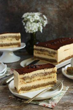 Az egyik kedvenc süteményem. Mert nem túl édes és krémes és van benne kávé is. :) Életemben először akkor ettem igazi tiramisu...