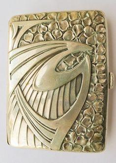 This is a good example of how Nouveau begn to influence Art Deco. Art Deco Period, Art Deco Era, Art Quotidien, Jugendstil Design, Bijoux Art Nouveau, Custom Wall Decals, Antique Silver, Antique Art, Art Deco Design