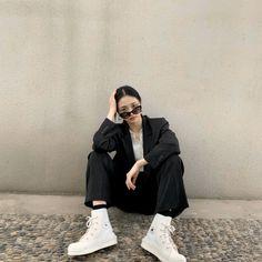 Twitter Korean Girl Fashion, Ulzzang Fashion, Korean Street Fashion, Kpop Fashion Outfits, Tomboy Fashion, Edgy Outfits, Retro Outfits, Ulzzang Tomboy, Korean Outfit Street Styles