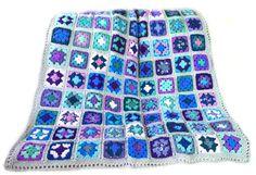 Este afgano tiene 20 colores: Lila, orquídea, lavanda, malva, amatista, púrpura, azul lavanda, iris, violeta, azul, país azul, índigo azul, aqua, seafoam, seafoam oscuro, luz verde azulado, verde azulado oscuro, verde menta, púrpura ombre y ombre azul. Plazas se unen al azar y la
