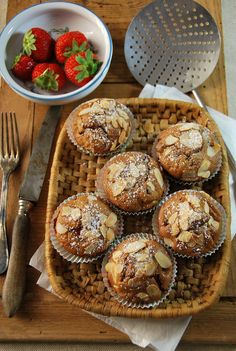 Muffins aux fraises, pomme et amandes