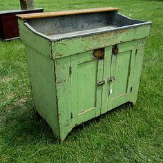 Posts about Primitive Pie Safe written by thesavvyseeker Primitive Country Homes, Primitive Bedroom, Primitive Bathrooms, Primitive Antiques, Primitive Decor, Country Farmhouse, Vintage Bathrooms, Primitive Painted Furniture, Antique Furniture