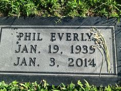 Photos of Phil Everly - Singer one half of the Everly Brothers Tombstone Epitaphs, Rock Music History, Bye Bye Love, Peace In The Valley, Old Cemeteries, Graveyards, Singer One, Famous Graves, Momento Mori