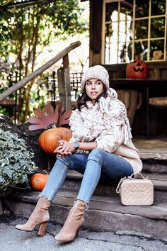 Casual Fall look - oversized knit pink scarf + pink sweater