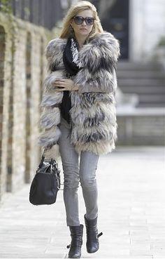 Kate Moss-grey jeans-fur coat
